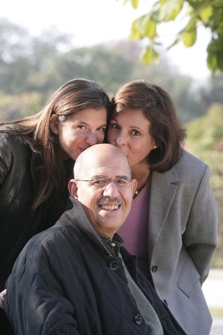 مع زوجته وإبنته